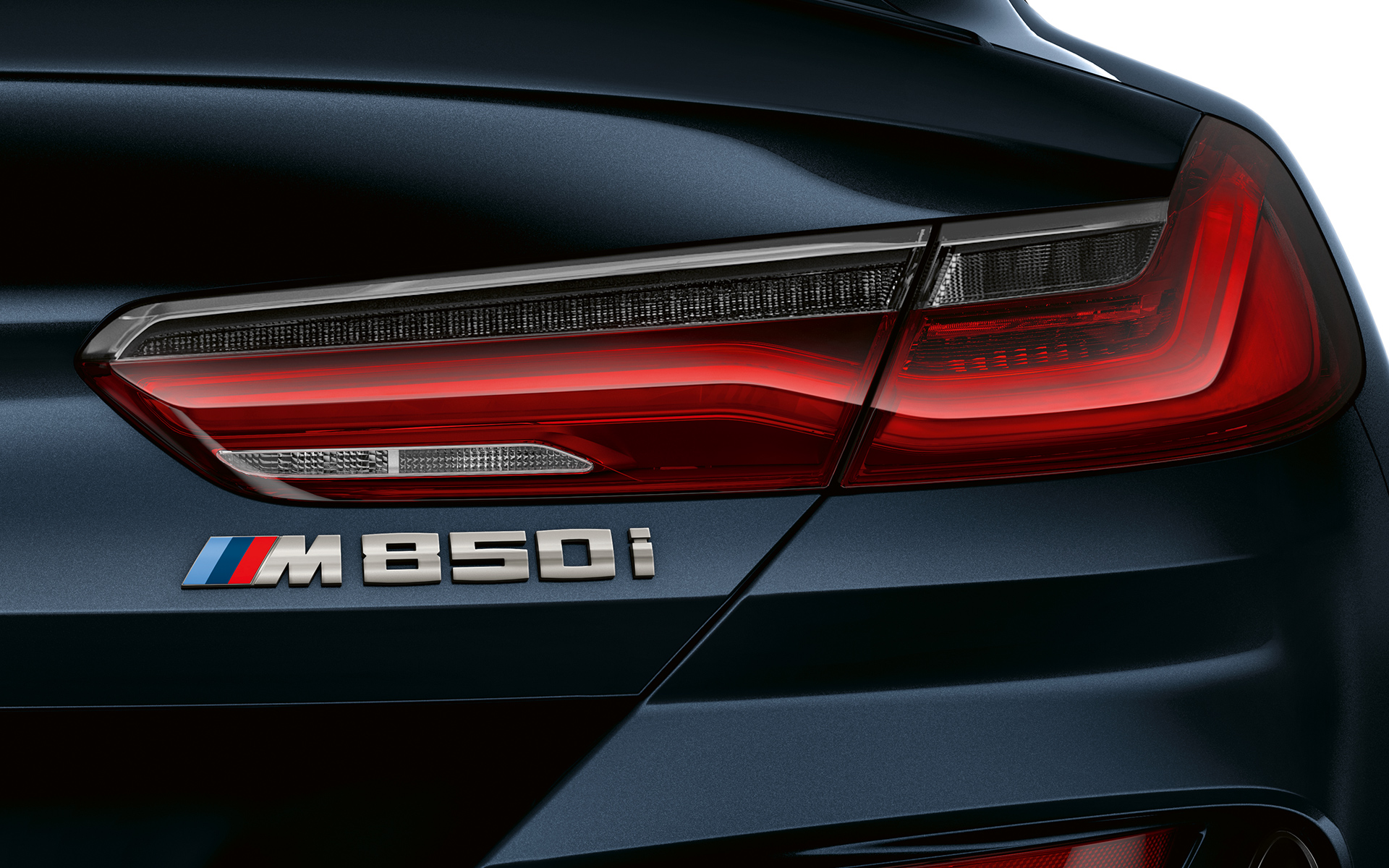 Close-up of the M850i emblem on the rear.
