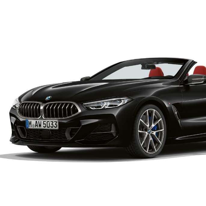 BMW M850i xDrive, Carbon Black metallic, three-quarter view front.